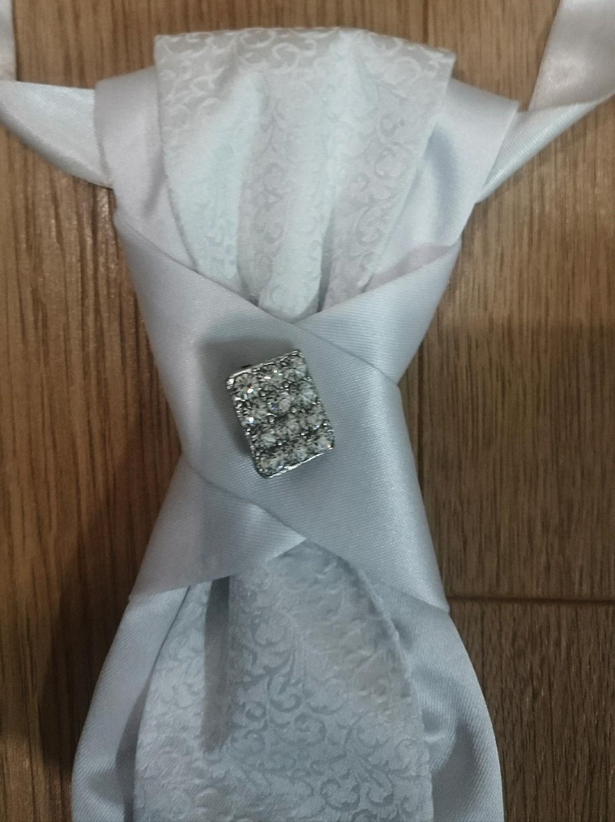 Snehovo biela kravata  - Obrázok č. 1