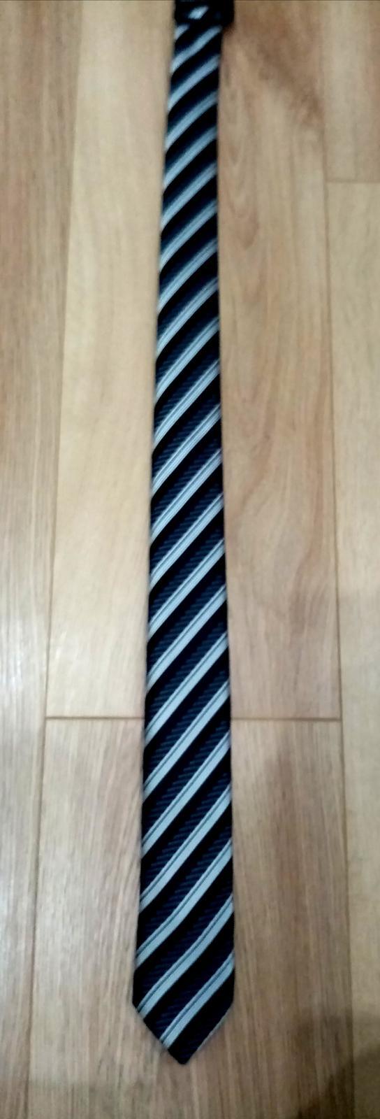 Tmavá kravata  - Obrázok č. 1