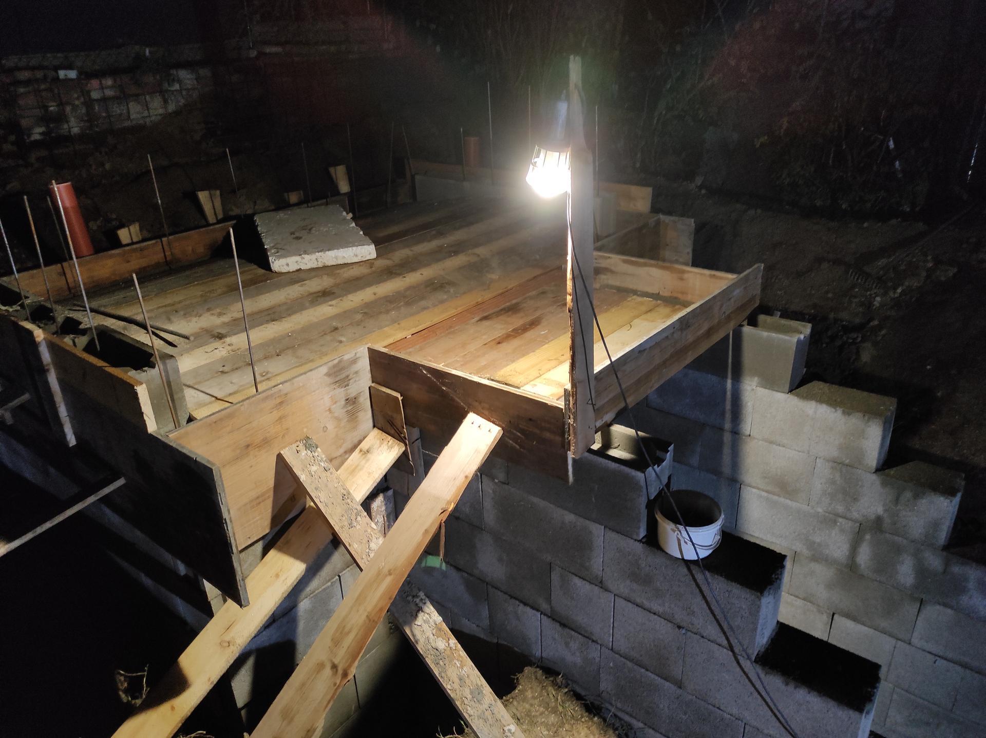 Pivnicka v záhrade - u nas sa robi aj pri lampe:)