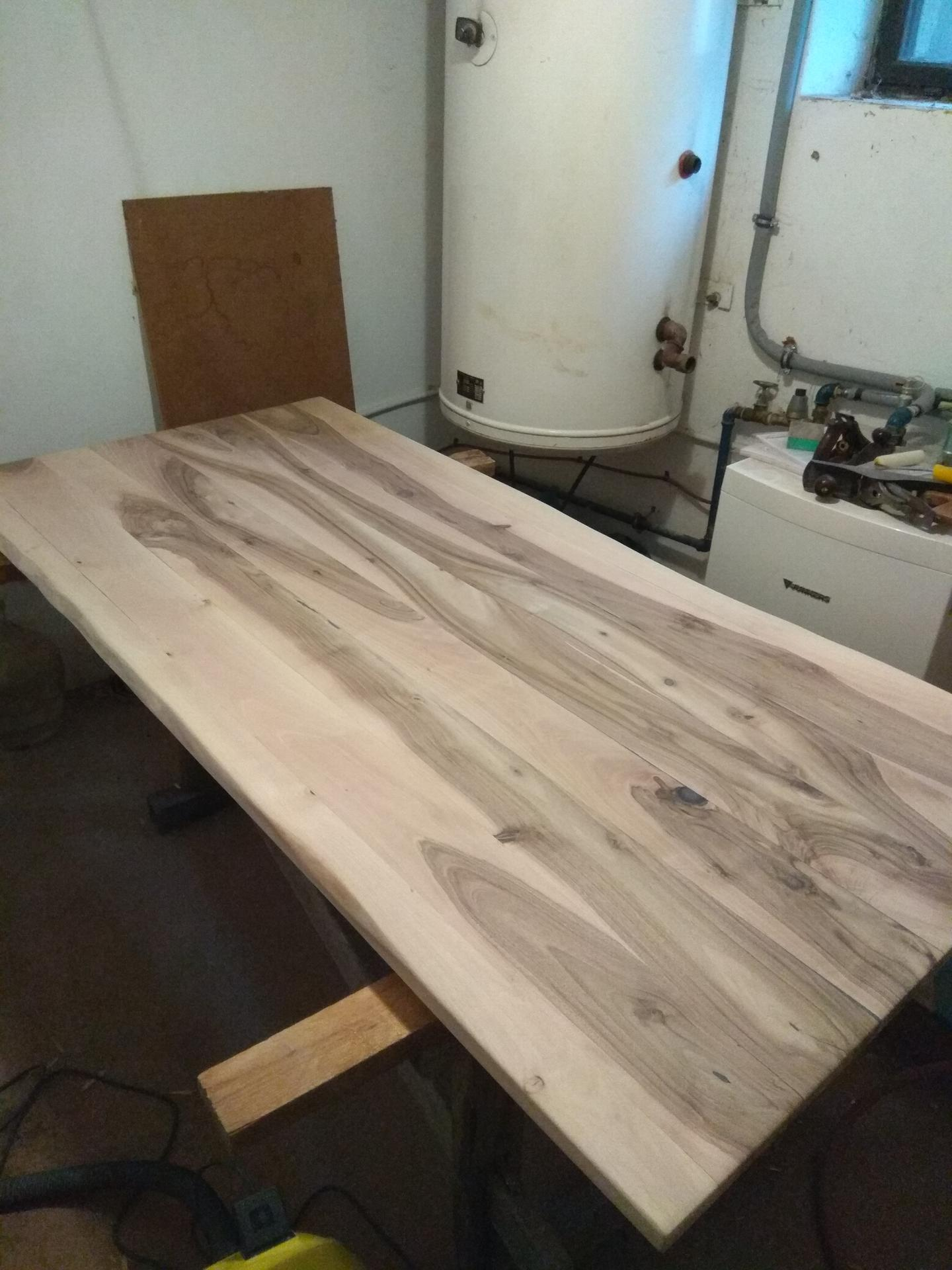 Orechový stôl - prirodna farba orecha, mojho teda