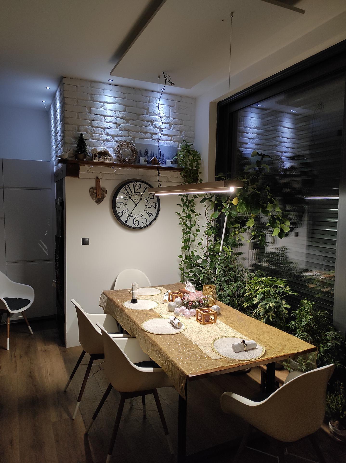 Orechový stôl