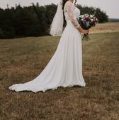 Svatební šaty s krajkou a vlečkou, 40
