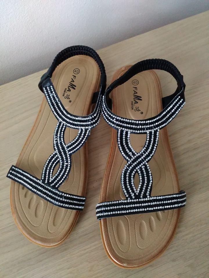 Černé sandálky s kamínky - Obrázek č. 1