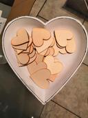 Tácek ve tvaru srdce.,