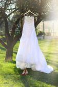 Bílé svatební šaty s vlečkou, 34