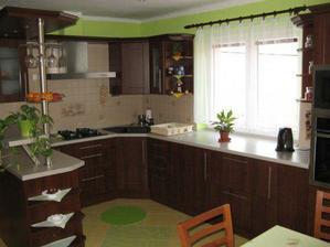 Kuchyň jsme objednávali v Polsku, ty ceny v ČR byly přehnané. S kuchyní jsme nadmíru spokojeni