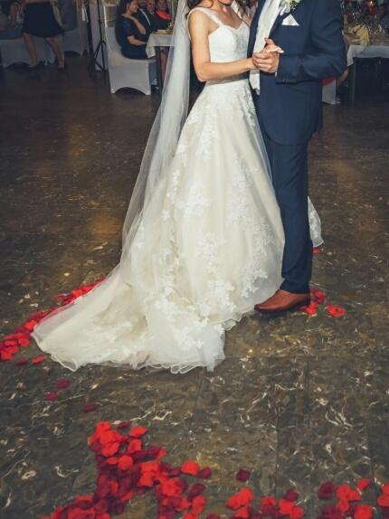 Svadobné šaty s vlečkou pre nízku postavu Eddy K - Obrázok č. 3