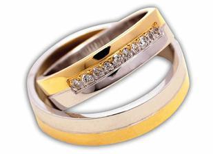 Naše prstýnky,jen na mém je 7 kamenů a na miláčkově 3
