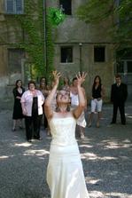 Hodila jsem svatební kytici a chytla ji....