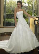 ...moje svadobné šaty na modelke....
