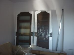 dvere do celého domu sú už pripravené