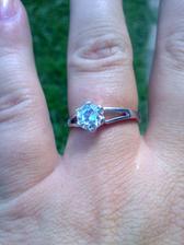 můj překrásný zásnubní prsten :-)