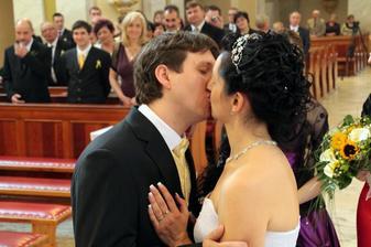 prvni novomanželska pusa