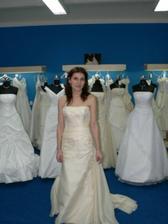 šaty mi byly také o číslo větší..