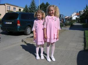 družičky :-) (ta menší má dcera, ta větší má sestřenka )