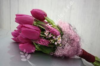krásna, ale namiesto tulipánov ruže...
