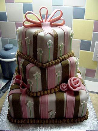 Ivka & Ďuri, 17. 10. 2009 - Ja by som najviac chcela tortičku vo vnútri celú čokoládovú, s malými kúskami čokolády a s čokoládovým (nie kakaovým!) krémom.........a zvonku pekne biely marcipán :)