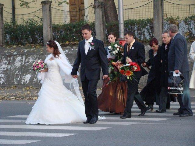 Dominika Kučerová{{_AND_}}Vladimír Dreška - z kostola rovno na hostinu, osláviť  začiatok nášho manželského života
