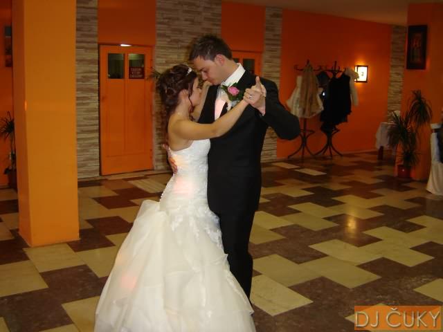 Dominika Kučerová{{_AND_}}Vladimír Dreška - prvý novomanželský tanec