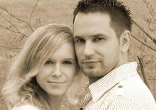 a to sme my na fotke zo svadobného oznámenia