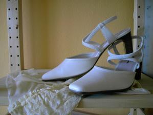 moje boty i se samodržícími punčoškami :) Barva je stejná, jen na fotce to nevyšlo