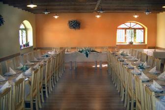 tady budeme mít hostinu, jen výzdoba stolu bude jiná