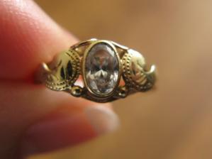 moj snubny prstienok detail...dostala som ho  5,5 roka  dozadu