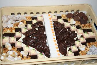 Takto krásne nám naukladala koláčiky naša šikovná cukrárka...