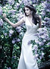 to fialkové pozadí je neodolatelné... květnová nevěsta:))