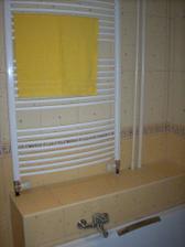 radiator nad vanou a murik na uteraky /este tam nie su:))/
