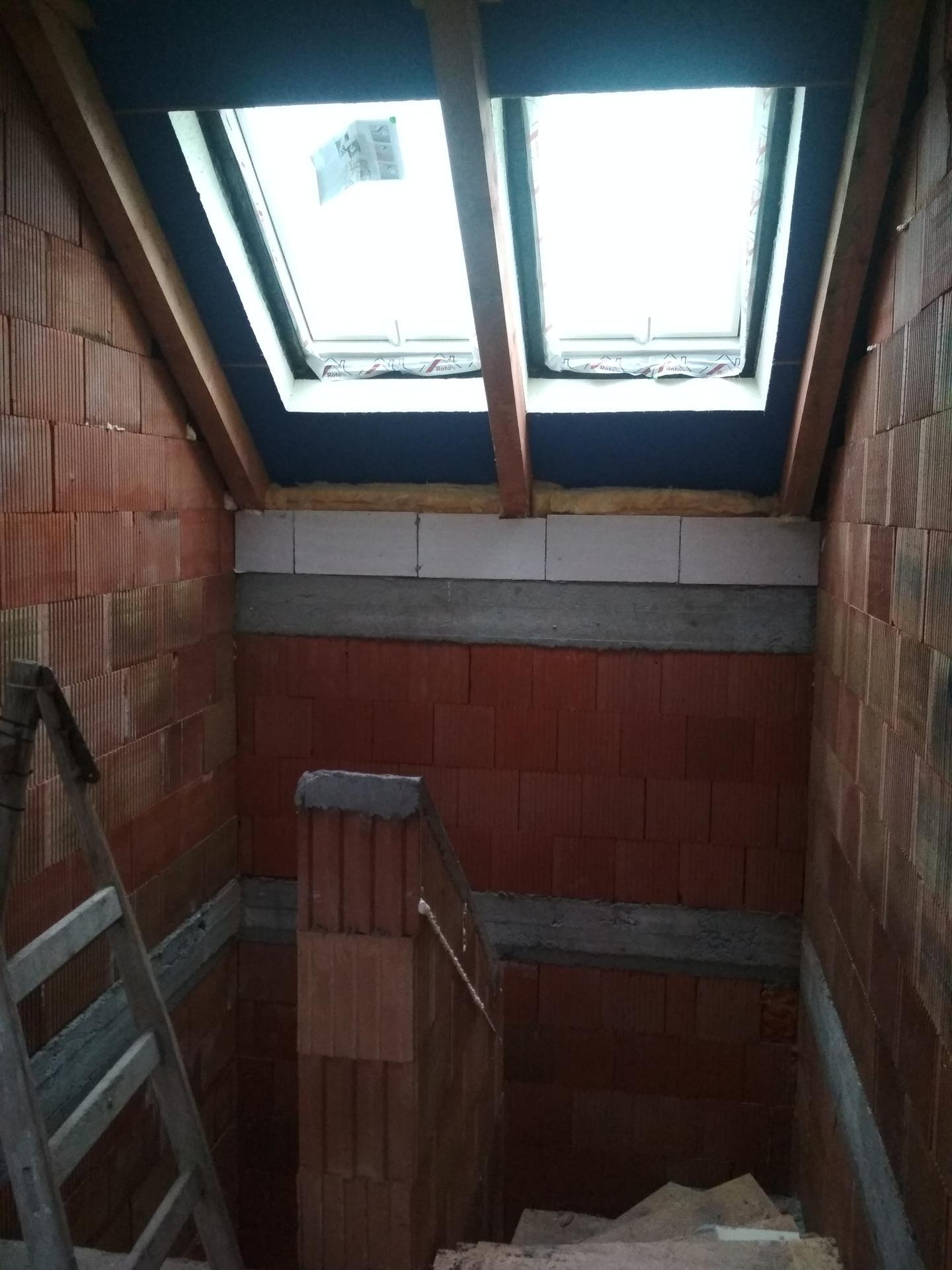 Naše doma - Střešní okna nad schodištěm
