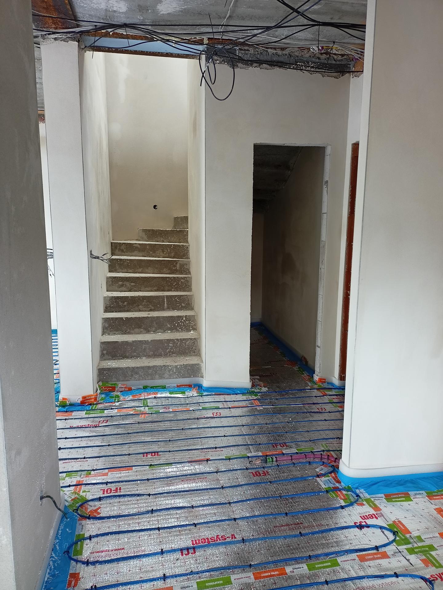 Naše doma - Dráty topení do podlah položeny