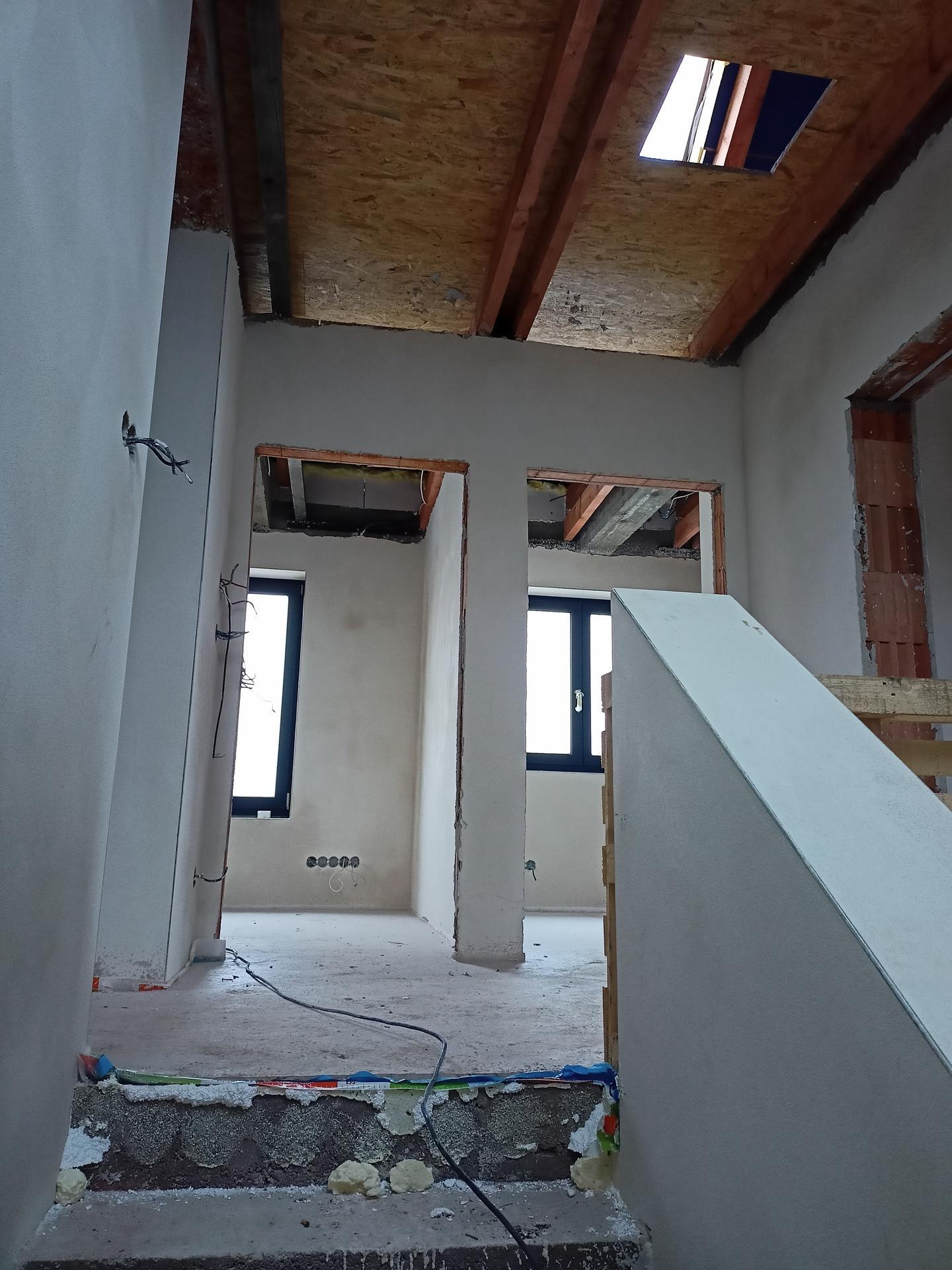 Naše doma - Naproti schodišti pokoje pro děti, vlevo koupelna a napravo ložnice