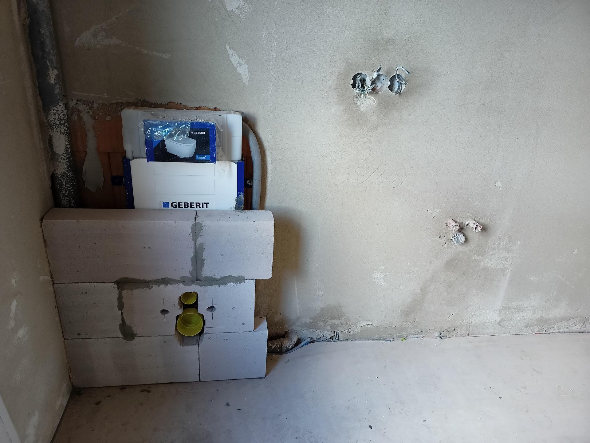 Naše doma - Obezdívka Geberit podkrovní koupelna
