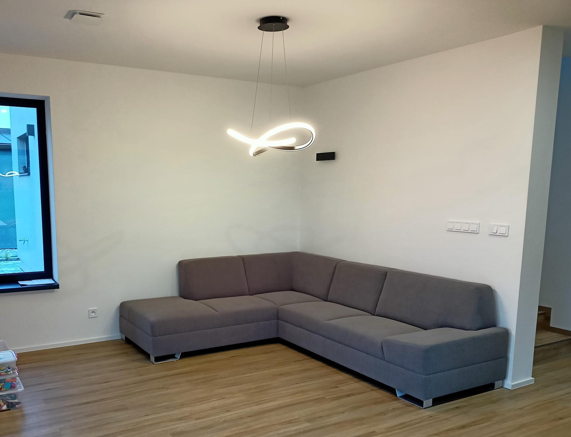 Naše doma - Konečně jsme rozbalili gauč. Model Phase Monaco