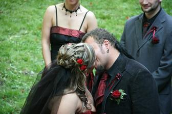 ...a novomanželský polibek... :-)