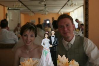 figurky na našem svatebním dortu...