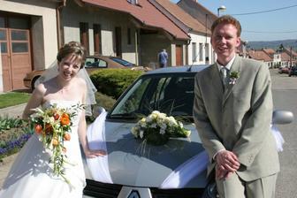 u autíčka nevěsty...
