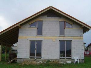 Okna zozadu domu