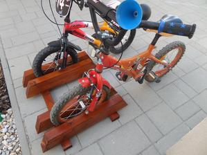 Vyrobeny stojan na bicykle :)