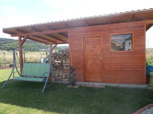 Záhradný domček + prístrešok na drevo