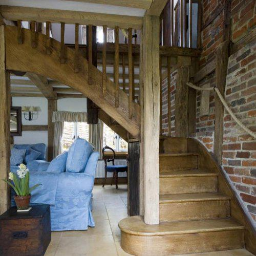 Filidomek - představy - barva dreva by mela byt takova a to schodiste je proste uzasny, ne? Manzel taky sni o stene ze staych cihel ...