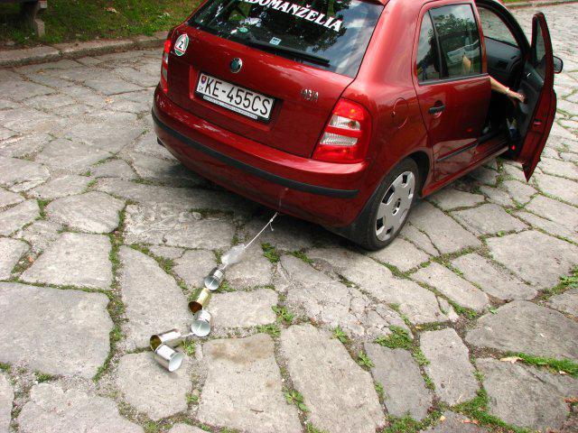 Tinka{{_AND_}}Durko - a este aj plechovky supli na auto