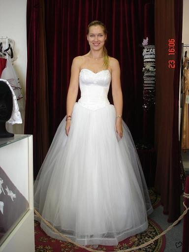 A už je to za nami:-( - a tieto som si vybrala, môj sen - tylová sukňa:-) (ale spodnica bude ešte širšia)