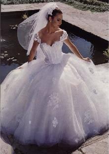 A už je to za nami:-( - tieto šaty sú krásne, také princeznovské;-)