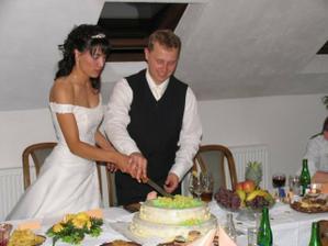 ...krájení dortu...