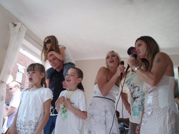 Ivana Drahovska{{_AND_}}Richard Hawkins - a bolo aj karaoke... vsetci spievali ako besni :)