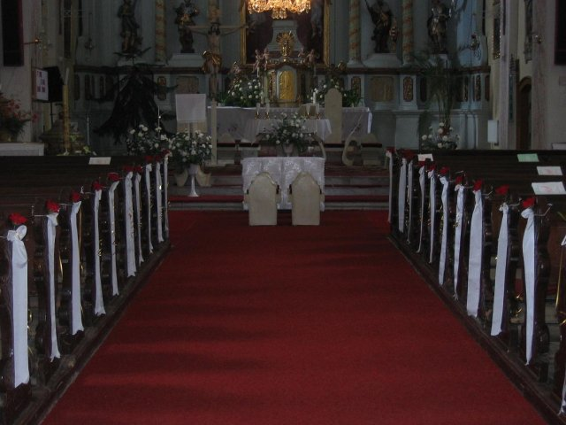 Jarka Drinková{{_AND_}}Lukaš Longauer - vyzdoba v kostole