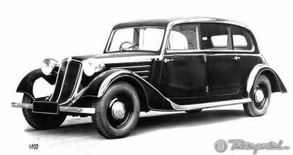 """""""naše"""" Tatra - nevěsta je totiž děsně zatížená na stará auta ;-)"""