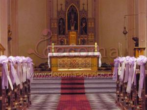 Taková by se mi líbila dekorace kostela - Dekorace karafiát z netkané textilie 4 ks v balení se čtyřmi ozdobnými stuhami (Cena s DPH: 238 Kč - http://e-shop.decoma-service.cz)